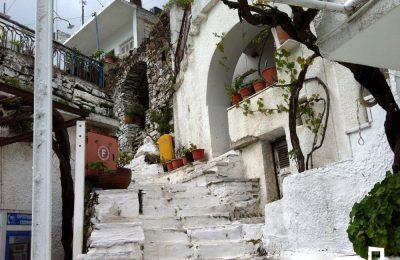 Κόρωνος: βόλτα στα χνάρια των παλιών ελληνικών ταινιών