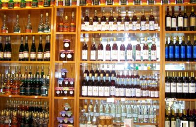 Chora: Taste for free Citron liqueur and naxian sweets