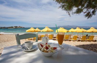 Πρωινό και φαγητό πάνω στο κύμα