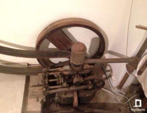 Η ηλεκτρική γεννήτρια στο παλαιό ελαιοτριβείο Καλόξυλου